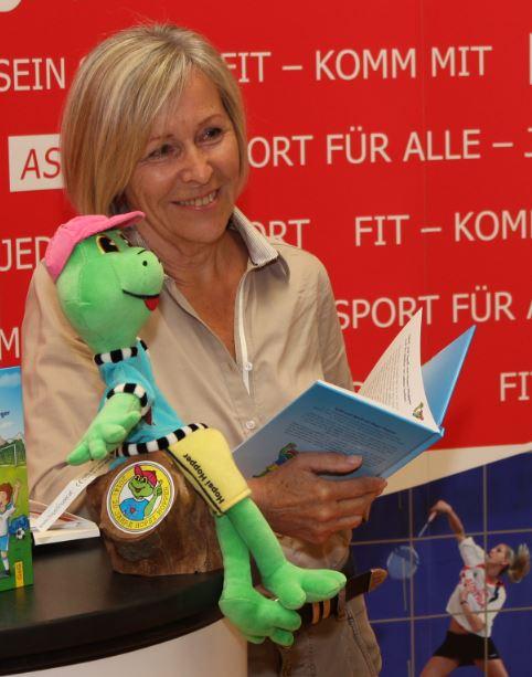 Elfriede Wimmer, Buchpräsentation Europaschule (c) Ernst Wimmer